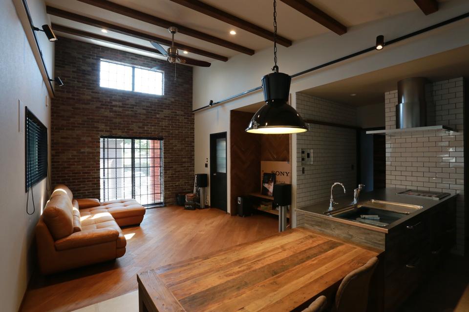 福井でかっこいい家をつくるガウディの施工例 かっこいいハーフレザーのソファー