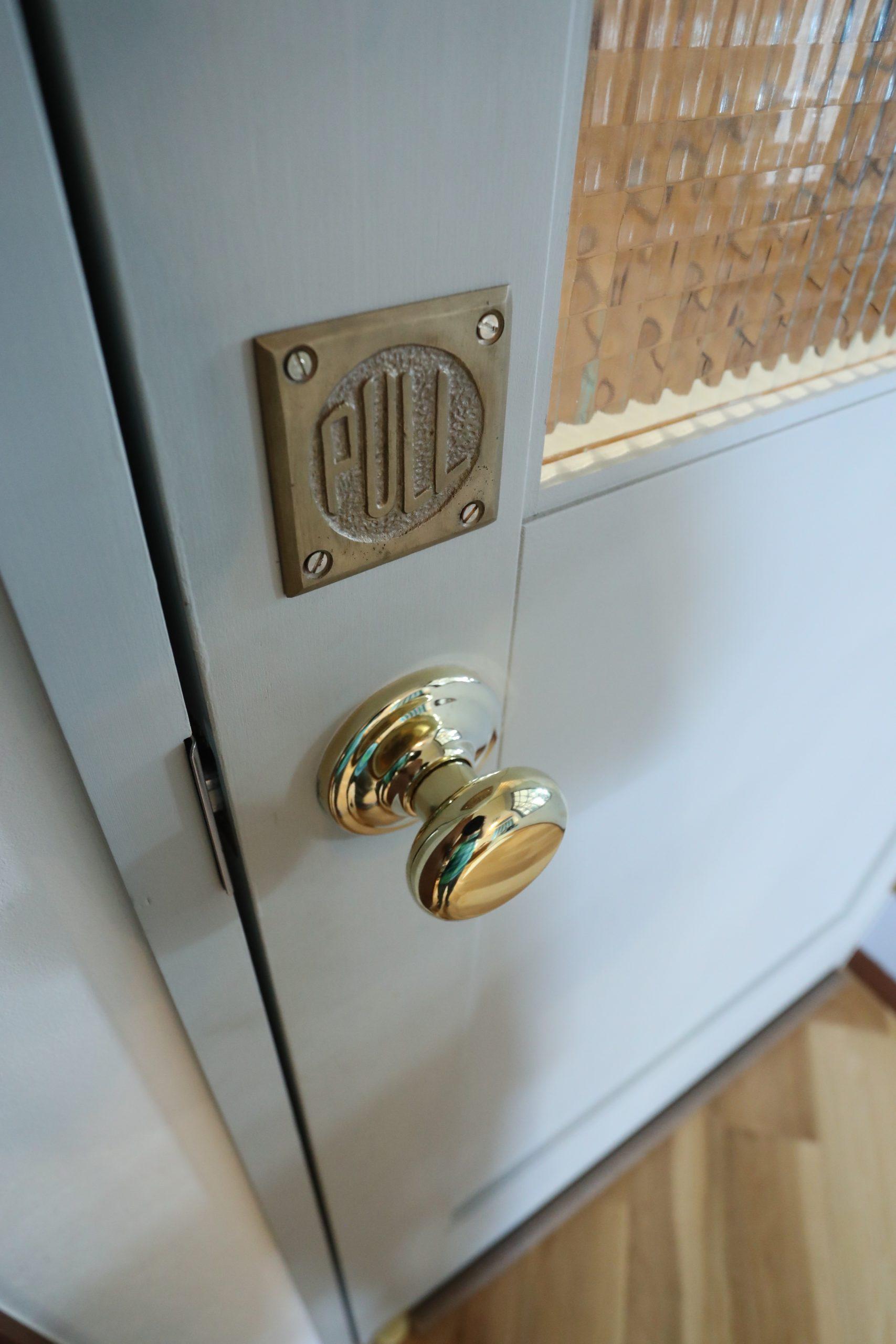 福井でかっこいい家をつくるガウディの施工例 インダストリアルなドアです